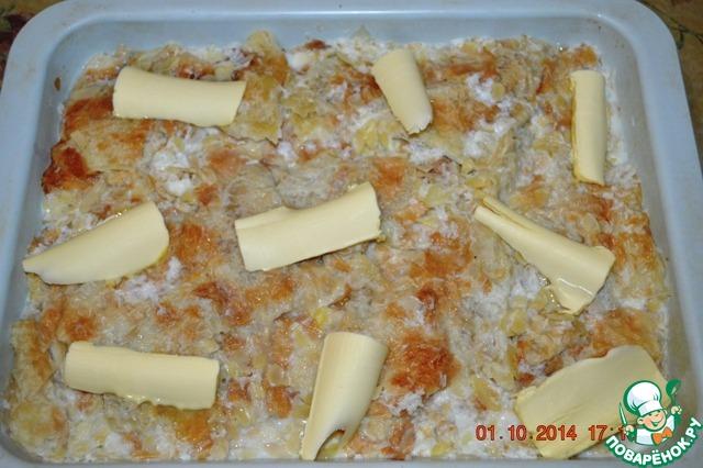 Режем масло на кусочки и распределяем по десерту