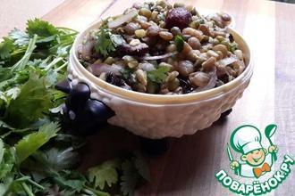 Салат из фасоли маш, чечевицы и клюквы