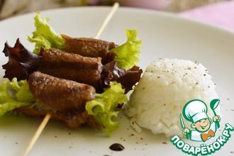 Свинина гриль с салатом на шпажках