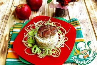 Свинина в сметанно-яблочном соусе с корицей