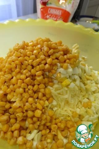 Добавить кукурузу (жидкость предварительно слить)