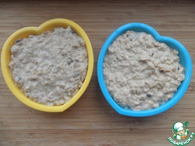 Выложить его в смазанные маслом силиконовые формочки и выпекать 30 минут при температуре 180 градусов.