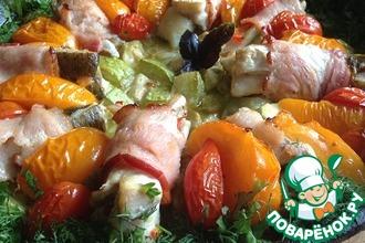 Рыба в беконе с овощами