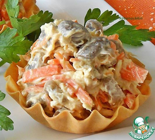 Подавать как самостоятельный салат или же наполнить им тарталетки (волованы, эклеры и пр.). Приятного аппетита!