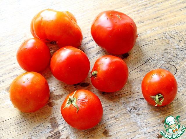 Нет никакой строгой нормы веса, всё зависит от количества томатов, которое вы решили сегодня приготовить и наличия свободного времени.