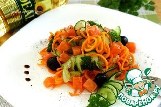 Морковный салат с огурцом и форелью