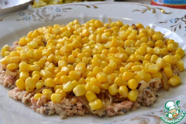 Затем всю кукурузу (с кукурузы предварительно жидкость слить)