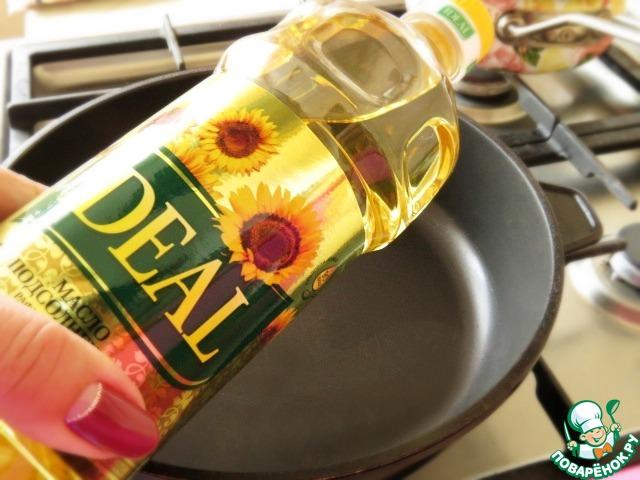 """Берём растительное масло. Идеально подойдёт подсолнечное масло """"Идеал""""."""