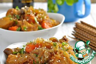Курица с овощами, вешенками и фунчозой по-корейcки