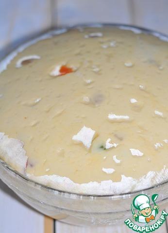 Накрыть пленкой, отправить в теплое место на 30 минут. Через 30 минут смазать растительным маслом руки, отщипывать небольшое количество теста и выкладывать в форму для выпечки куличей, заполняя их на 1\3.