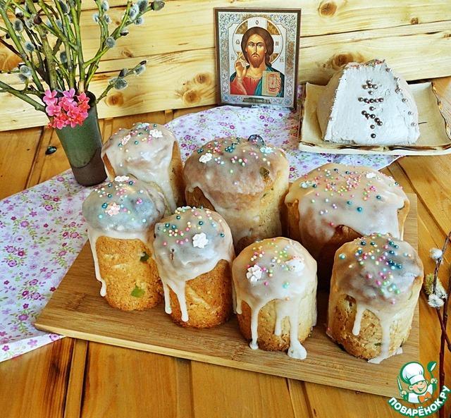 Подаём традиционно на Пасху вместе с творожной пасхой и крашеными яйцами (забыла яйца поставить на стол, когда фотографировала))).