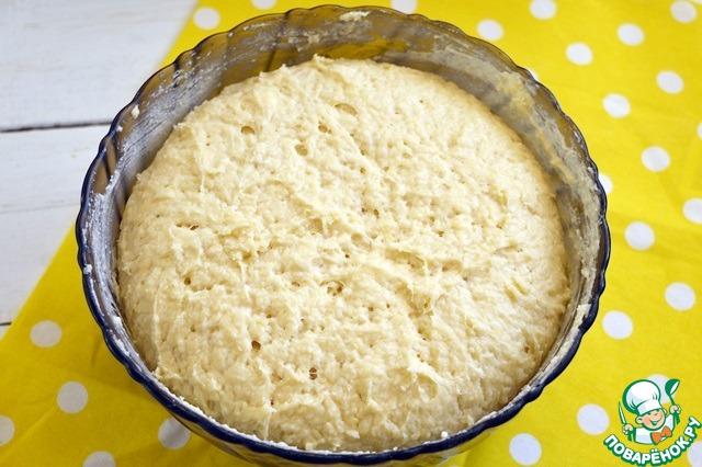 Вынимаем тесто из холодильника... оно хорошо подросло и загустело!    Теперь вмешиваем цукаты по своему желанию. Общий вес цукатов с орехами не должен превышать 150 грамм!!!