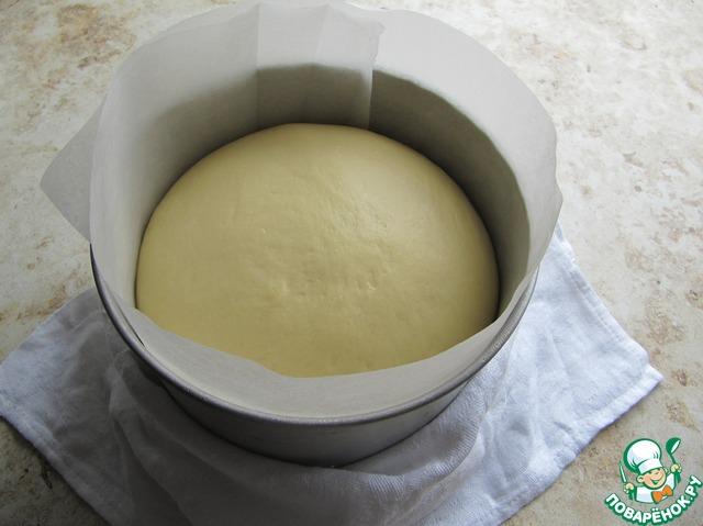 Когда тесто поднимется, то поставить в предварительно разогретую до 160 С духовку для выпекания, минут через 10-15 поднимаю температуру до 180 С. Ориентируйтесь по характеристикам вашей духовки!