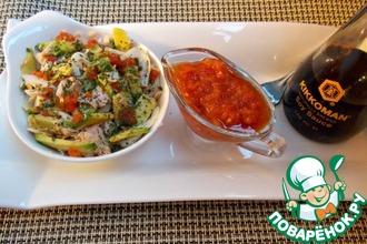 Рыбный салат с авокадо под томатно-соевым соусом
