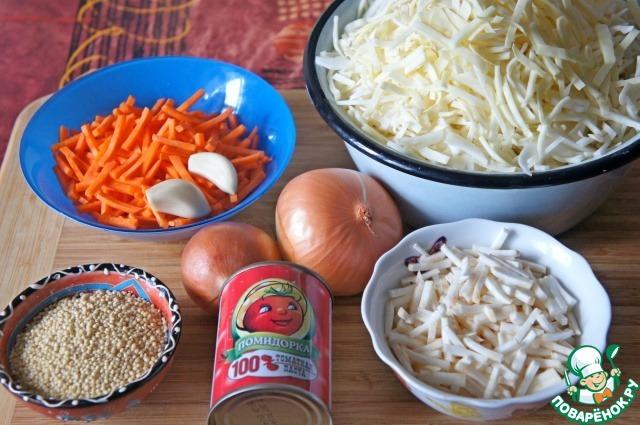 Лук, морковь и сельдерей очистить и нашинковать тонкой соломкой. Чеснок мелко нарезать. Капусту нашинковать. Картофель, если используете, очистить и нарезать брусочками. Пшено тщательно промыть несколько раз до прозрачности воды.    Все овощи взвешены в уже почищенном и нарезанном виде.