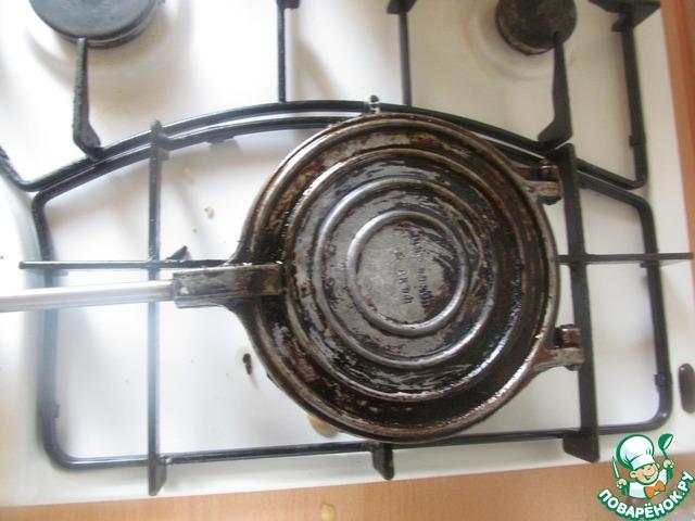 4. Жарила на вафельнице еще советских времен, но можно и на более современных.
