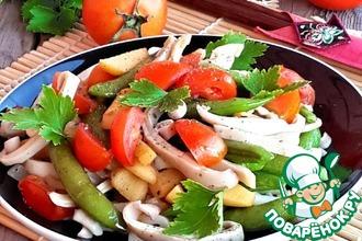 Горячий салат из кальмаров с овощами