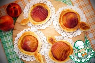 Быстрые пирожки с персиками