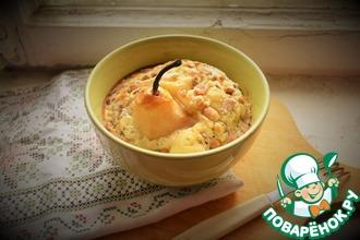 Грушевый десерт с орехами и карамельным соусом