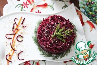 Салат из свеклы, айвы и миндальной крошки