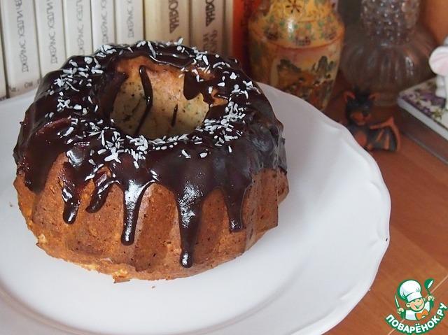 Кекс полить вашей любимой шоколадной глазурью. Я просто растопила шоколад с маслом. Сверху посыпать кекс кокосовой стружкой.