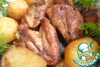 Курица с картофелем, запеченная в соусе