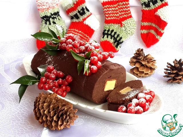 Готовый рулет украсьте ягодами, фруктами и угощайте своих гостей! Счастливого Нового года!