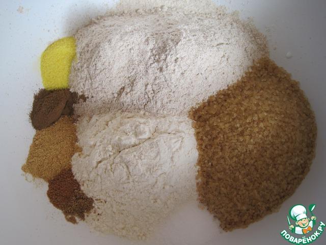 Для пряничных оладьев: смешаем два вида муки, пряности (кроме ванили), соль, сахар и цедру ( я взяла апельсиновый сахар). В отдельной посуде растопим сливочное масло, слегка охладим, смешаем с молоком, ванильным сахаром и желтками.