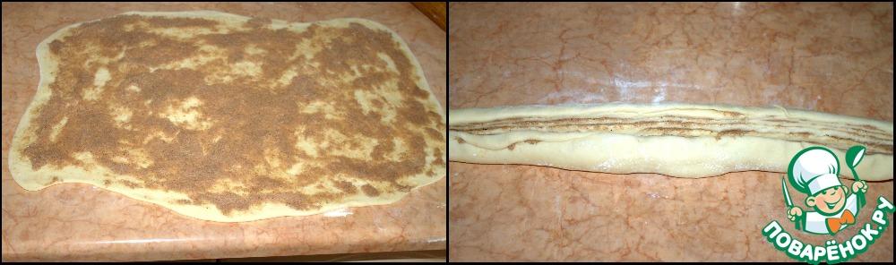 Готовое тесто раскатываем в большой прямоугольник, примерно 5 мл толщиной. Распределяем начинку по всей поверхности теста и сворачиваем его в рулет.