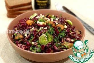 Салат из маринованной капусты и мидий