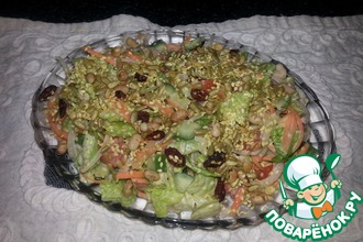 Легкий салат с семечками и орехами