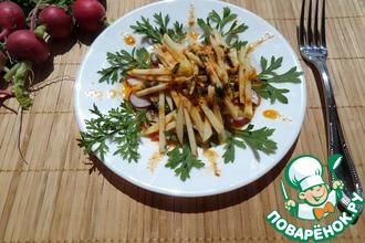 Салат с редисом, яблоком и кресс-салатом