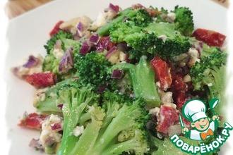 Остренький салат с брокколи и вялеными томатами