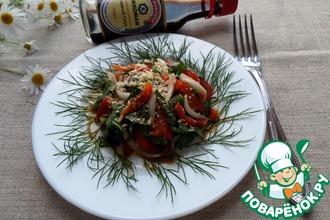 Салат из перца, лука и шпината