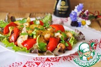Салат-гриль с гребешком и овощами