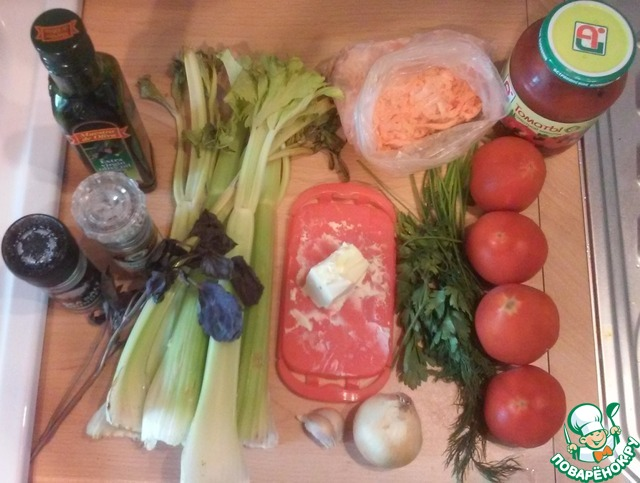 Ингредиенты, которые нам понадобятся: масло оливковое (подсолнечное), масло сливочное, соль, перец, сахар, сельдерей, базилик свежий и сушенный, чеснок (зубчики), зелень, морковь, помидоры (свежие и консервированные), перец болгарский, луковица.