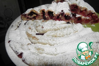 Спиральный пирог с фруктами