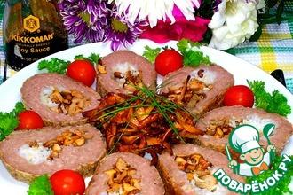 Мясной рулет с рисом и лисичками