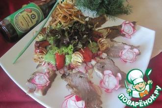 Салат с копченым мясом и овощами
