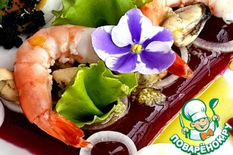 Салат с морепродуктами на свекольном желе