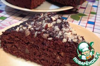 Шоколадный пирог с финиками и орехами