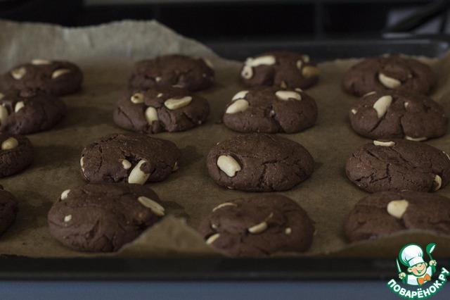 Выпекать при 180 градусах 12-15 минут. При выпекании они хорошо поднимаются. Остудить на решётке. Необыкновенно вкусное печенье, делайте сразу двойную порцию не пожалеете. Порадуйте себя и близких!