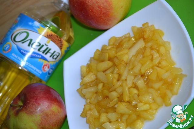 Готовые яблоки перекладываем в тарелку и оставляем остывать.