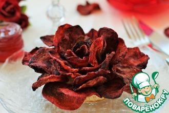 Роза из свекольных чипсов