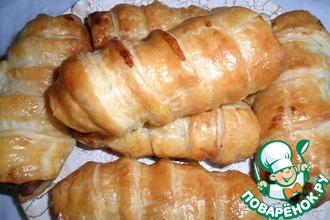 Куриные сосиски в слоёно-дрожжевом тесте