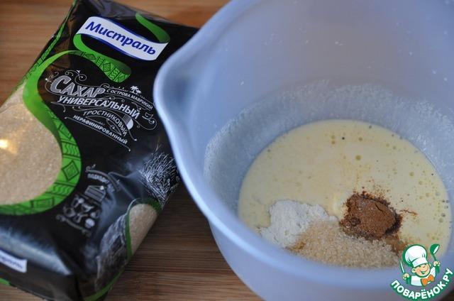 """Из данного количества получается небольшой кекс размером на 18 см в диаметре.    Сначала готовим коричную начинку.    Масло растапливаем в микроволновке или на водяной бане, добавляем сахар универсальный от """"Мистраль"""", муку, корицу и ванилин."""
