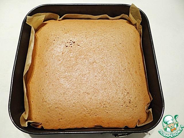 Выпекаю бисквит в разогретой до 180 градусов духовке около 25 минут. Проверяйте готовность бисквита зубочисткой. Даю бисквиту полностью остыть.