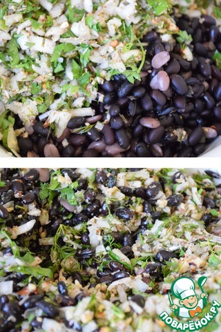 Добавить фасоль к вышеприготовленной смеси, при необходимости добавить соль и специи, растительное масло, хорошо перемешать и убрать в холодильник на 1 час.