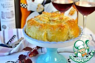 Слоеный пирог с сыром бри