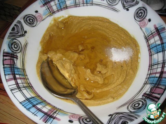 Добавляем соль, масло, я добавила еще 1 ст. л. меда, перемешиваем.   Если горчица получилась слишком жидкая, отправляем ее в сотейник и на огонь и доводим до кипения, немного помешивая – дижонская горчица готова.    Охладить и поставить в холодильник.